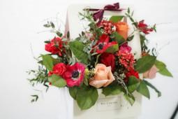 Микс анемонов, роз, бувардии