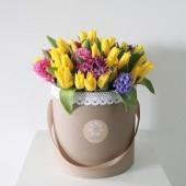 Шляпная коробка Тюльпаны