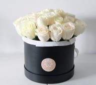 Шляпная коробка Белые розы