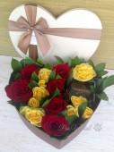 Цветы в коробке сердцем