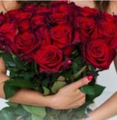 Букет из 25 роз с красной лентой