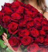 Букет из 51 розы с красной лентой