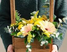 Солнечный ящик с герберами и хризантемкой