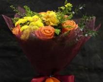 Букет из розы и кустовой хризантемы