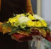 Цветочная композиция с хризантемами
