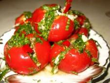 Острые помидоры с чесноком