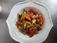 Салат говядина с овощами